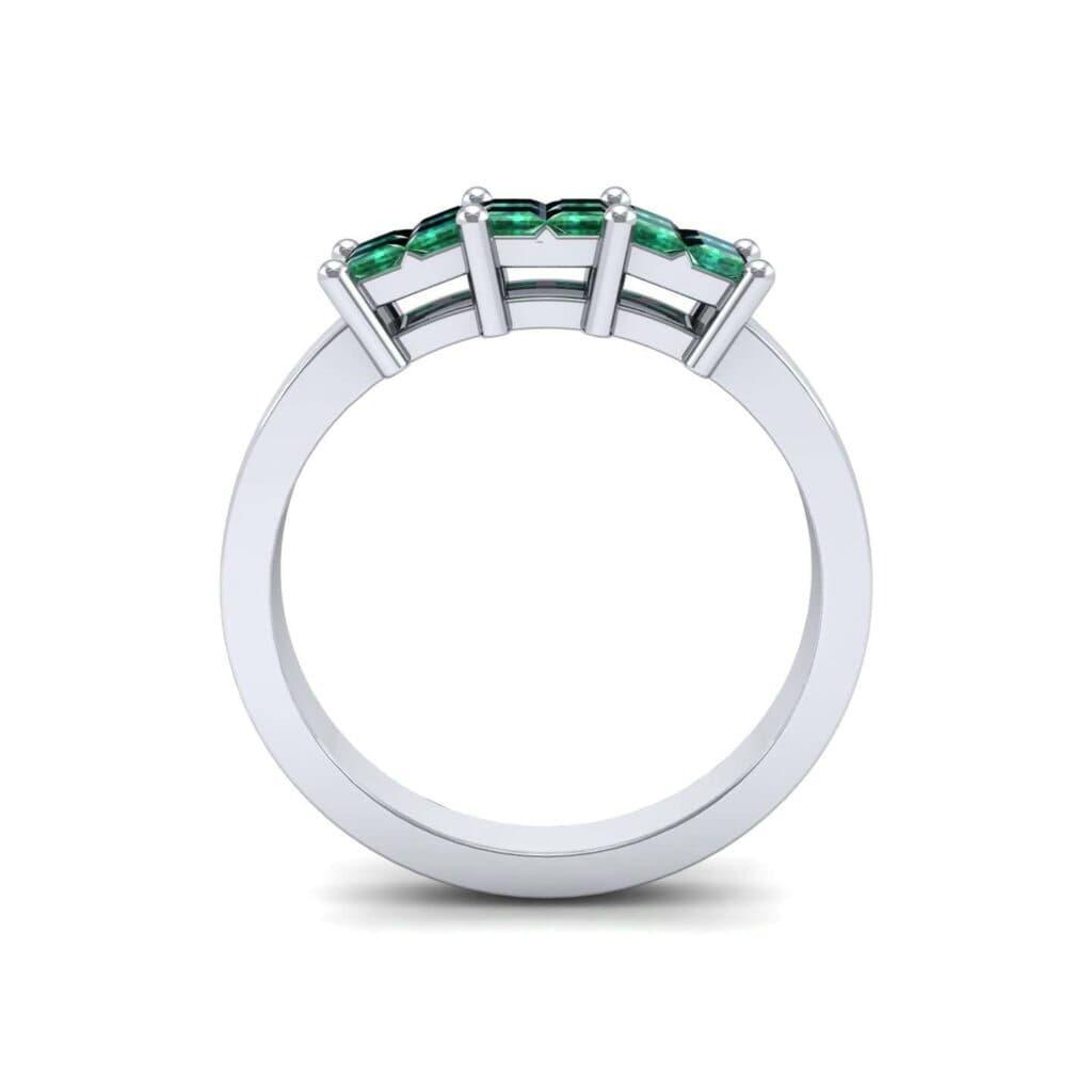 4541 Render 1 01 Camera3 Stone 1 Emerald 0 Floor 0 Metal 1 Platinum 0 Emitter Aqua Light 0